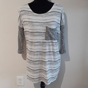 ENTRO size small flow top with front pocket
